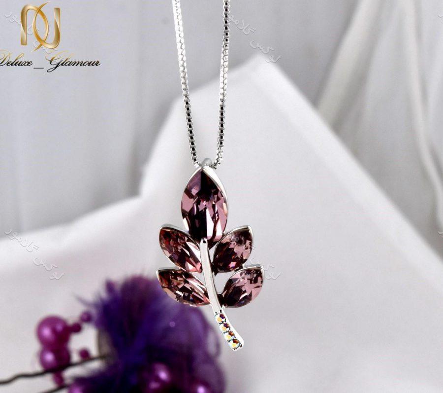گردنبند دخترانه طرح خوشه با کریستالهای سواروفسکی تم بنفش Nw-n156 زمینه رنگی