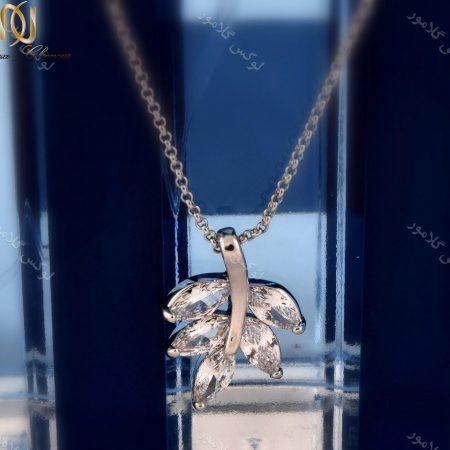 گردنبند ظریف دخترانه طرح خوشه با کریستالهای سواروفسکی اصل Nw-n155 عکس از پلاک