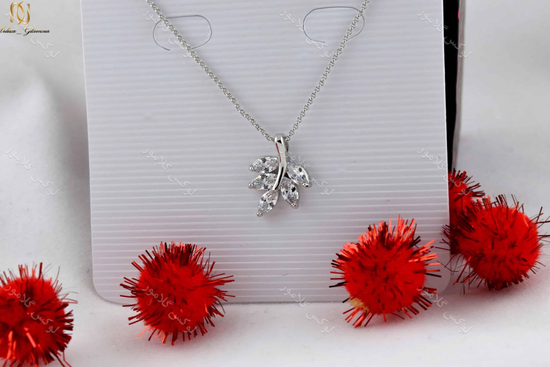گردنبند ظریف دخترانه طرح خوشه با کریستالهای سواروفسکی اصل Nw-n155