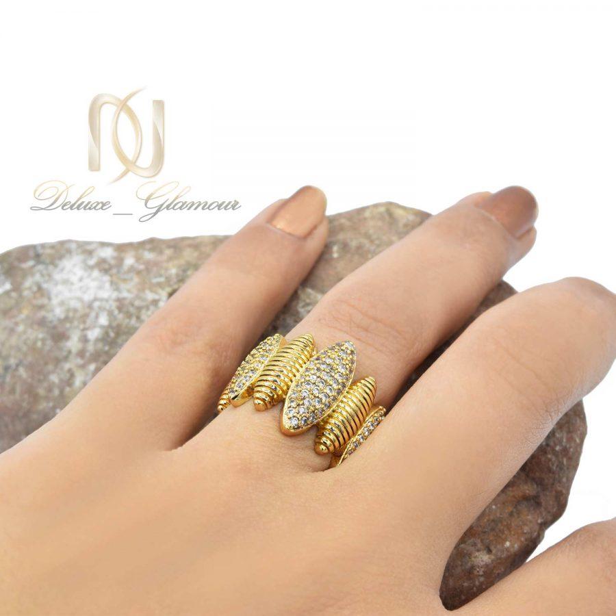 انگشتر زنانه استیل طرح طلا با نگین های سفید از نوع زیرکونیا rg-n175