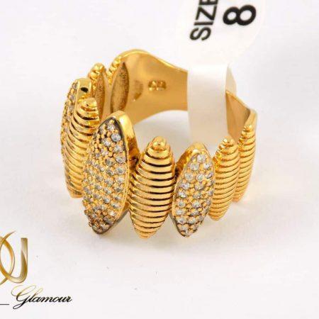 انگشتر زنانه استیل طرح طلا با نگین های سفید از نوع زیرکونیا rg-n175 از نمای پایین