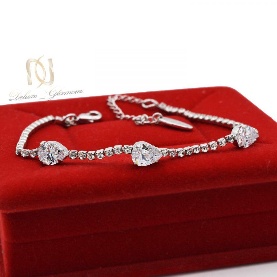 دستبند جواهری دخترانه کریستالهای سواروفسکی Ds-n161 از نمای قرمز