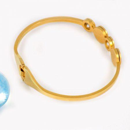 دستبند دخترانه استیل طرح بولگاری با روکش آب طلا ds-n205 از نمای بالا