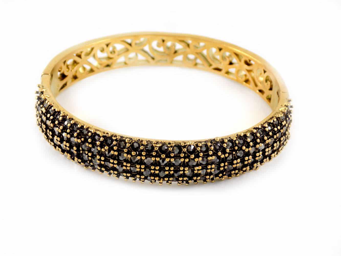 دستبند زنانه طرح طلای استیل نگین مارکازیت با قطر 57 میلی متری DS-N165 از نمای پایین