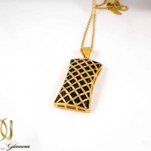 نیم ست گوشواره و گردنبند زنانه استیل طرح طلا با شکل مکعبی ns-n182 از نمای گردنبند