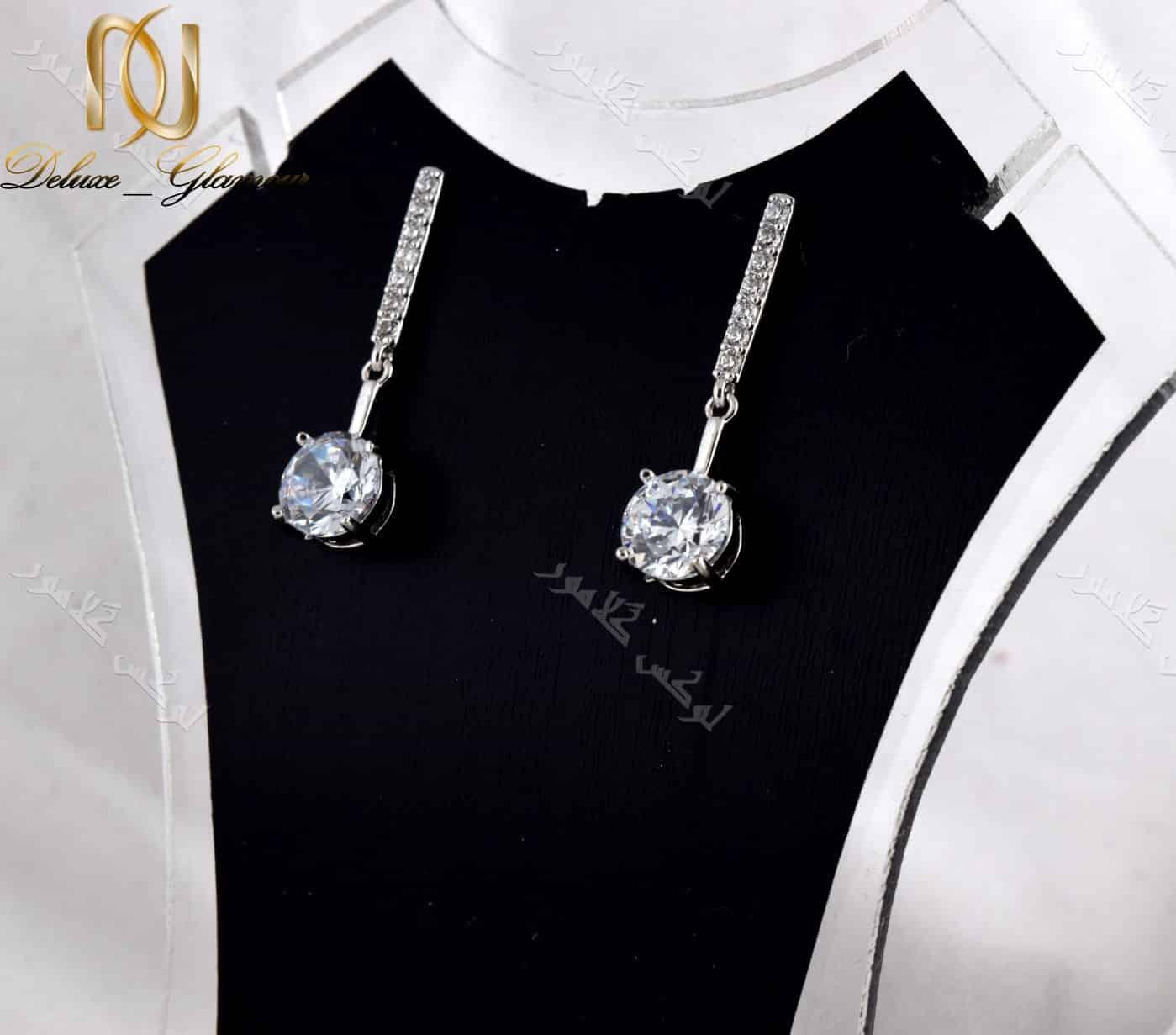 گوشواره آویزی جواهری کلیو با کریستالهای سواروفسکی.عکس اصلی