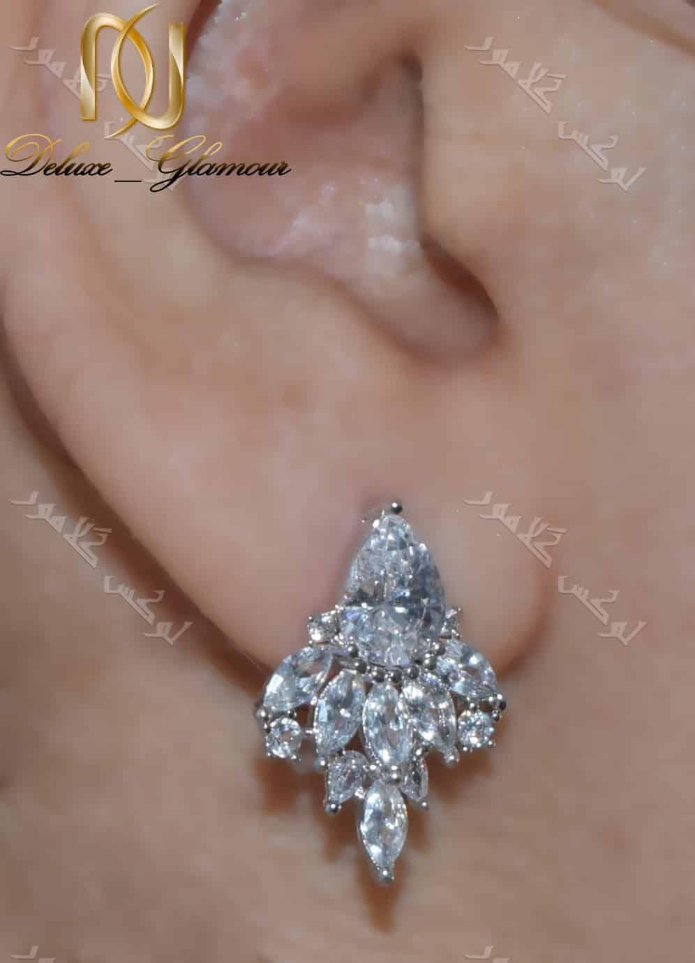 گوشواره ظریف جواهری کلیو با کریستالهای سواروفسکی اصل - روی گوش