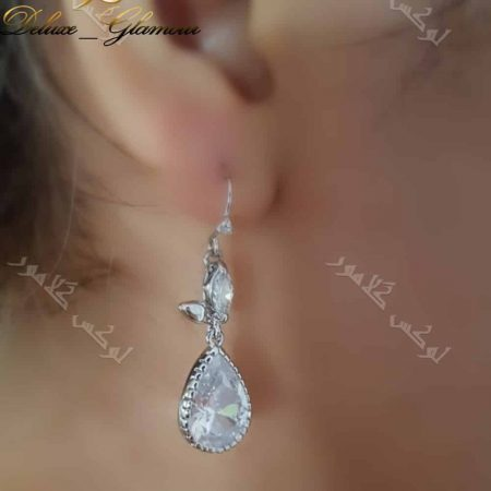گوشواره آویزی جواهر کلیو با کریستالهای سواروفسکی اصل- عکس روی گوش
