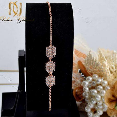 دستبند دخترانه بند کراواتی کلیو با کریستالهای سواروفسکی - عکس با استند