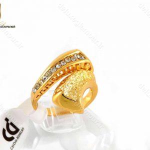 انگشتر زنانه استیل طرح طلا با نگین های زیرکونیا rg-n182 از نمای روبرو
