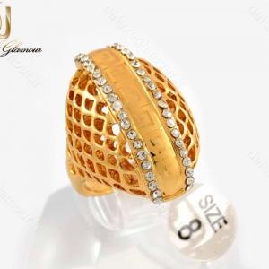 انگشتر زنانه استیل طرح طلا با نگین های سفید زیرکونیا RG-N183 از نمای نزدیک
