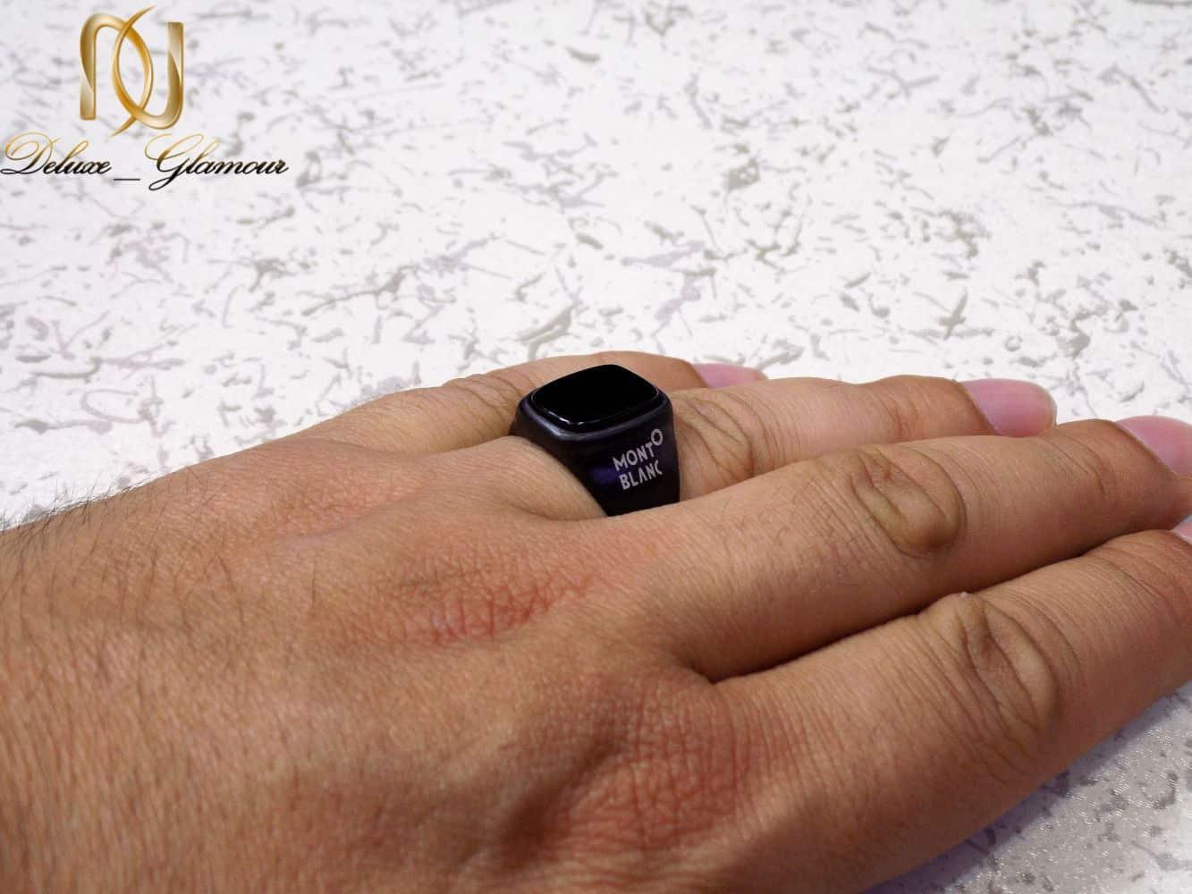 انگشتر مردانه استیل مشکی طرح مونت بلانک با نگین برجسته RG-N178 از نمای روی دست