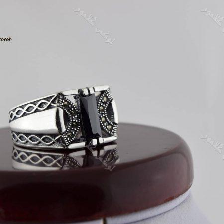 انگشتر مردانه نقره با سنگ عقیق مشکی مستطیلی Rg-n195