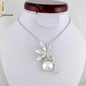 گردنبند دخترانه طرح فرشته با کریستالهای سواروسکی اصل Nw-n204 روی مانکن