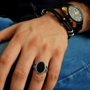 انگشتر مردانه نقره با نگین عقیق بیضی Rg-n200 - روی دست