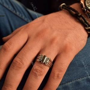 انگشتر مردانه نقره طرح ضربدری و نگین عقیق Rg-n199- روی دست