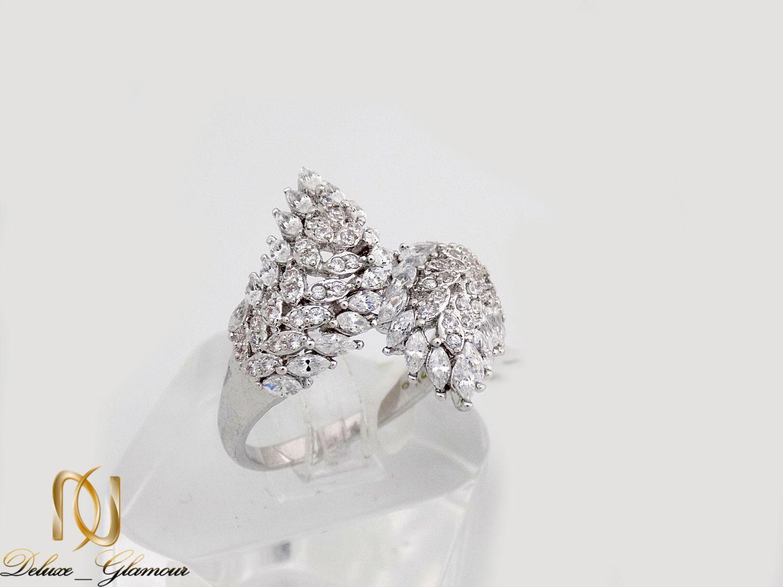 انگشتر جواهری طرح برگ کلیو با نگین های سواروسکی اصل rg-n232 از نمای سفید
