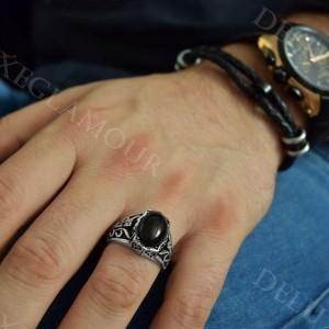 انگشتر مردانه نقره سیاه قلم با عقیق مشکی Rg-n217 - روی دست