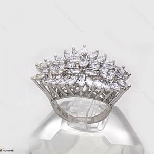 انگشتر نقره زنانه جواهری با نگین های برلیان اتمی rg-n220 از نمای سفید