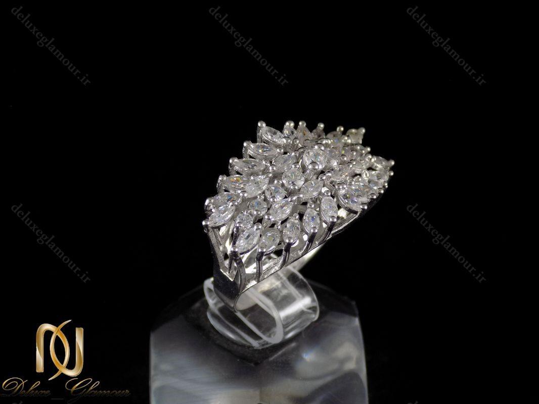 انگشتر نقره زنانه جواهری با نگین های برلیان اتمی rg-n220 از نمای کنار