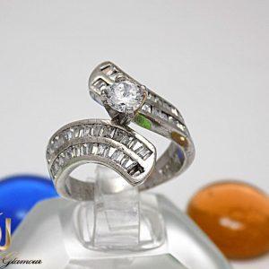 انگشتر نقره زنانه طرح تک نگین برلیان اتمی rg-n225 از نمای روبرو