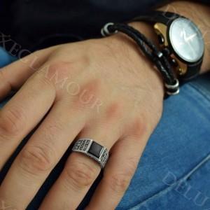 خرید انگشتر نقره مردانه با عقیق مشکی مربعی Rg-n211 - روی دست