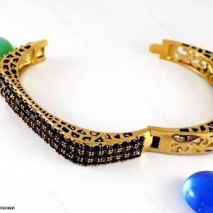 دستبند زنانه استیل طرح طلا با نگین های مارکازیت عنابی ds-n216 از نمای باز