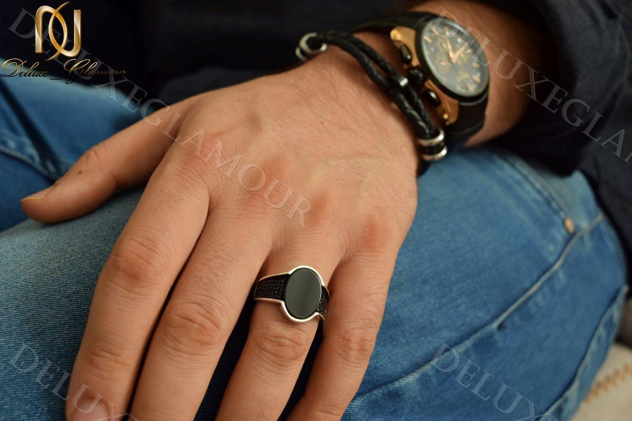 انگشتر مردانه نقره با نگین عقیق مشکی آینه ای Rg-n212 - روی دست