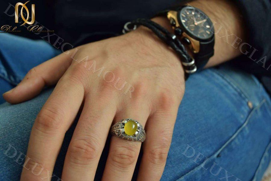 انگشتر مردانه نقره با سنگ عقیق زرد Rg-n202 - روی دست