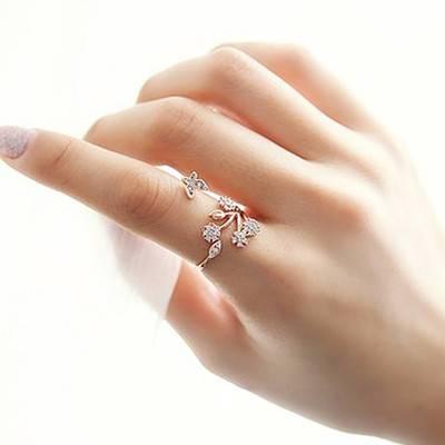 انگشتر در هر انگشت چه معنایی دارد و مناسبت ترین انگشتر ها کدامند؟