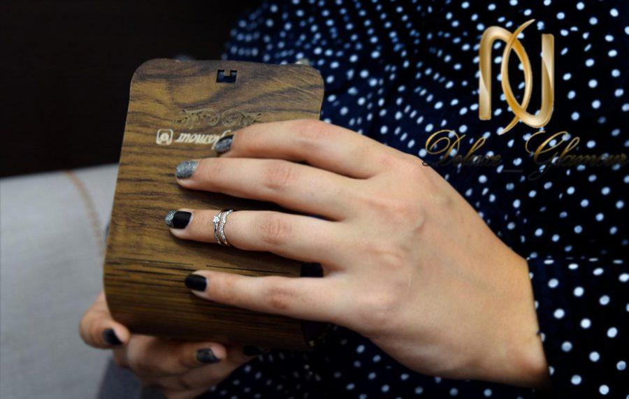 خرید بند انگشتی دو ردیفه کلیو با کریستال سواروسکی rg-n247 بر روی دست