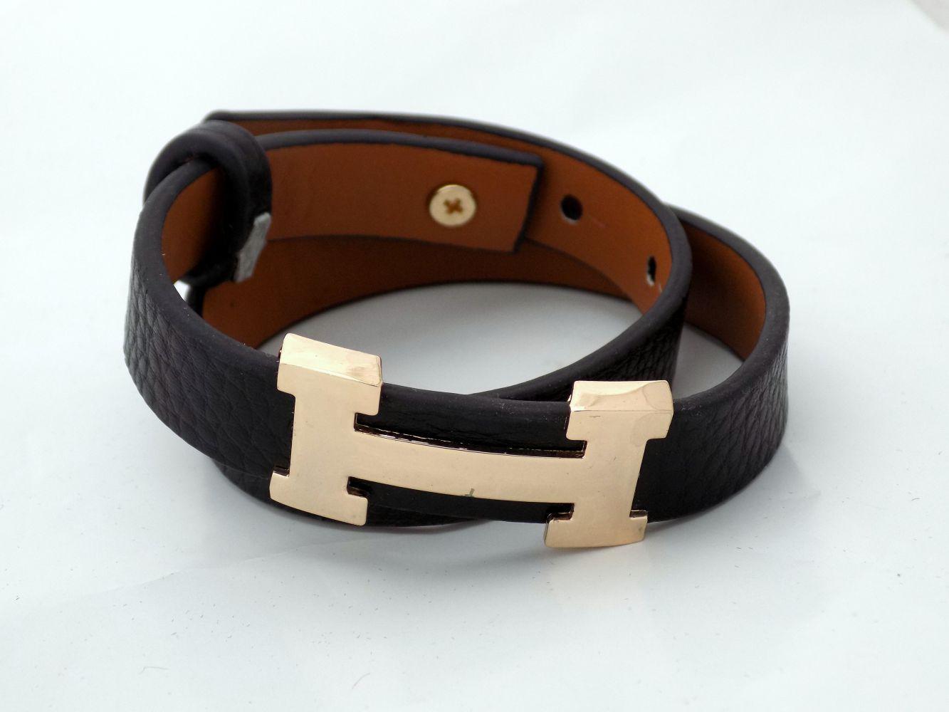 دستبند دخترانه چرمی فری سایز با رویه استیل طلایی ds-n234 از نمای نزدیک