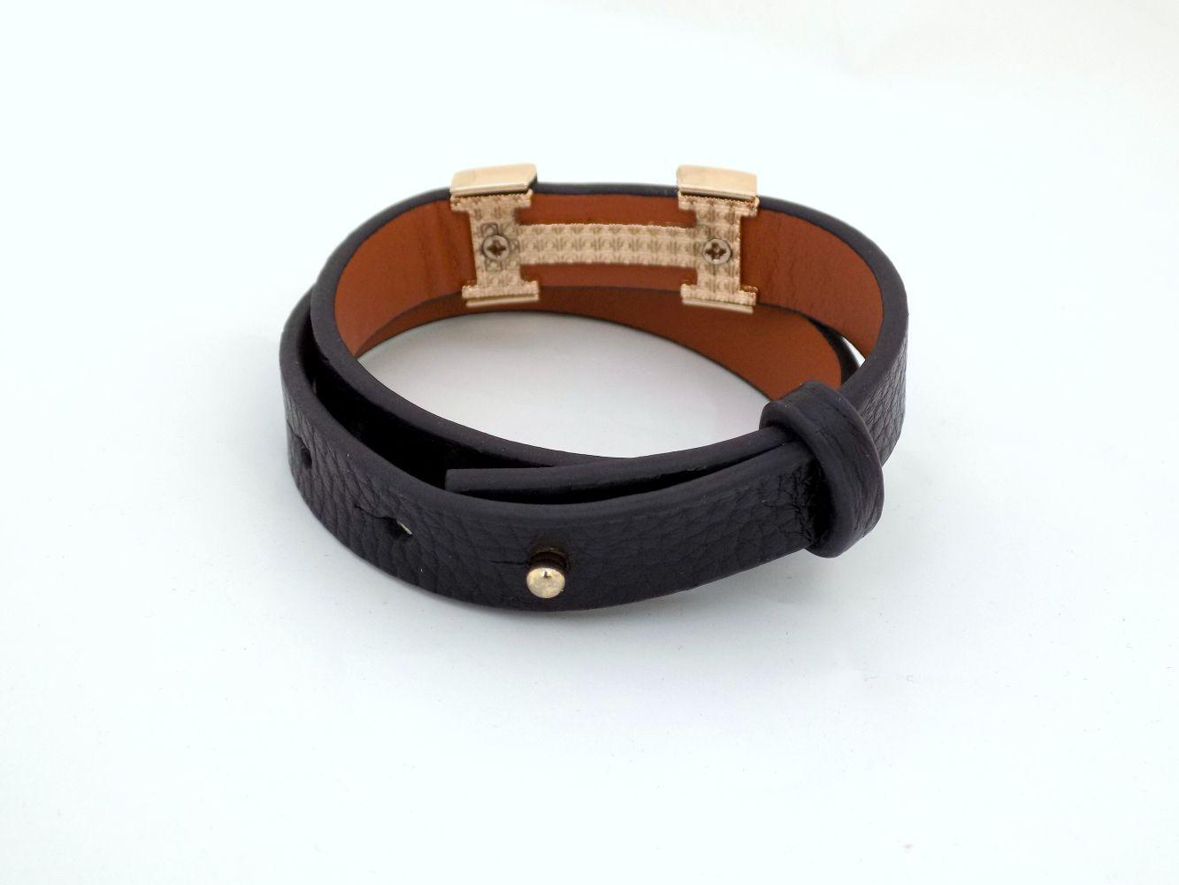 دستبند دخترانه چرمی فری سایز با رویه استیل طلایی ds-n234 از نمای پشت