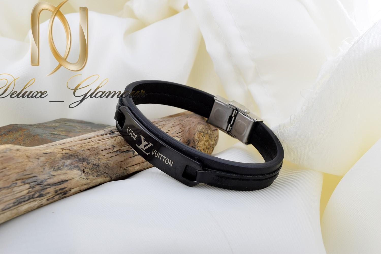 دستبند مردانه چرم طرح louisvuitton با قفل جعبه ای ds-n254 از نمای کنار