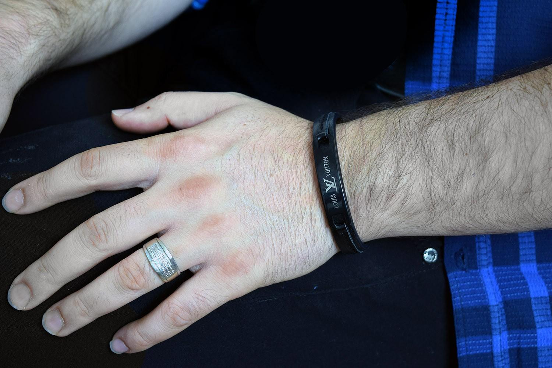 دستبند مردانه چرم طرح louisvuitton با قفل جعبه ای ds-n254