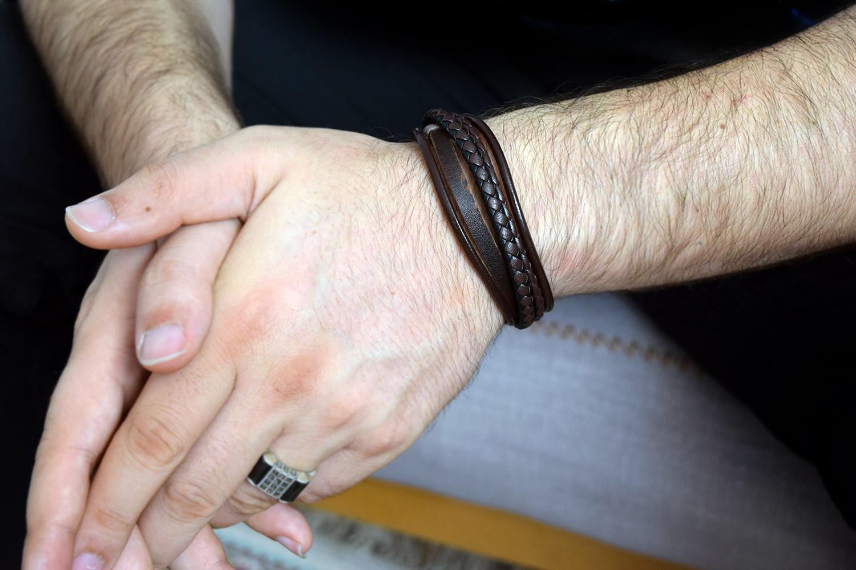 دستبند چرم مردانه پنج لاینه مشکی با قفل آهنربایی ds-n256