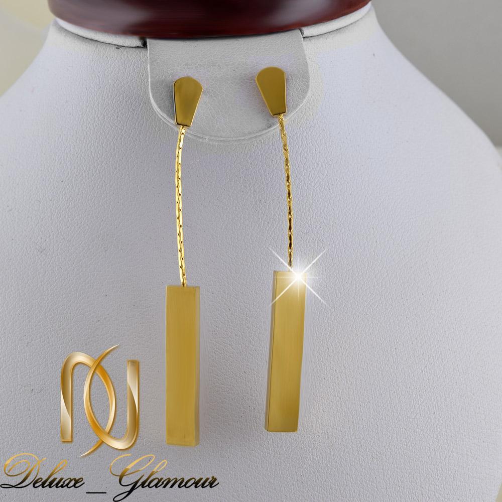 گوشواره آویزی طلایی بلند با قفل میخی er-n155 از نمای روی استند