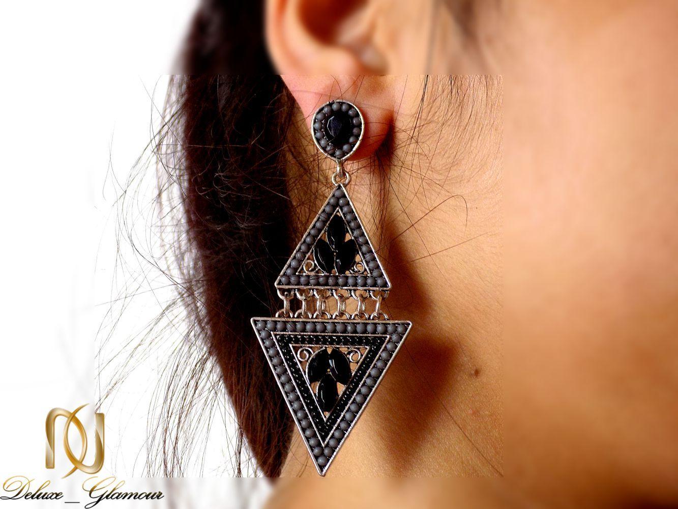 گوشواره زنانه مشکی طرح سنتی با نگین زیرکونیا و لاکی er-n151 از نمای روی گوش