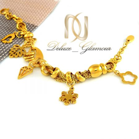 دستبند زنانه استیل آویزدار طلایی ds-n288 از نمای سفید