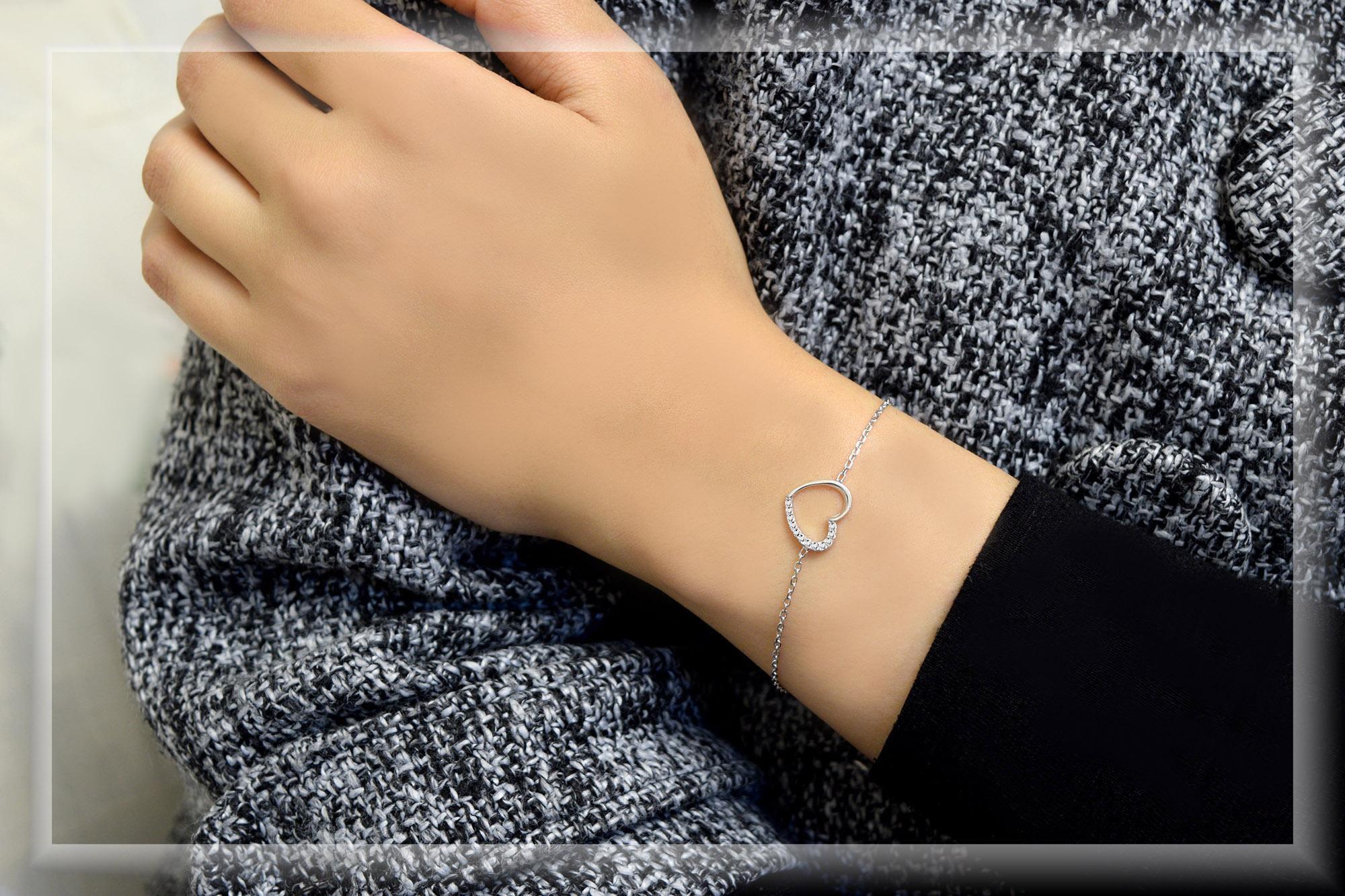 دستبند نقره دخترانه طرح قلب ds-n309 از نماي نزديك