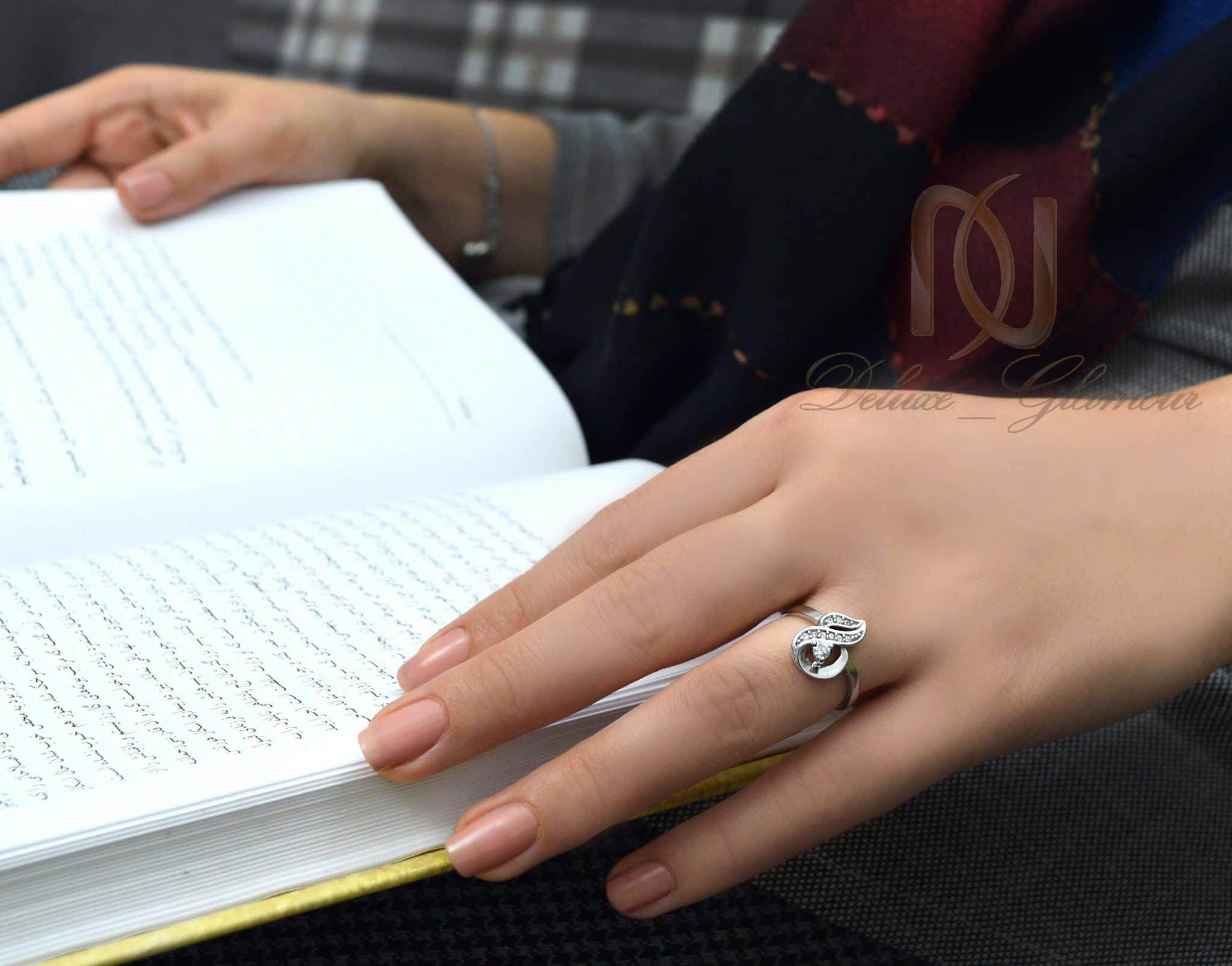 انگشتر دخترانه نقره تایلندی ظریف rg-n261 از نمای روی دست