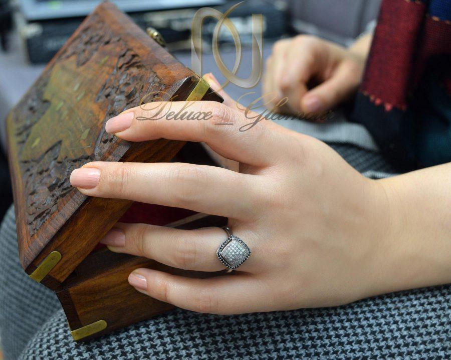 انگشتر زنانه نقره تایلندی نگین دار rg-n255 از نمای روی دست