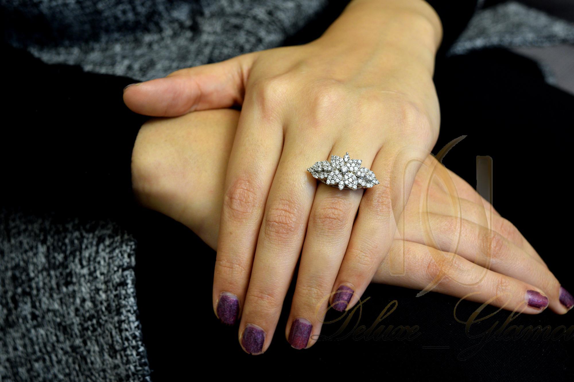 انگشتر نقره زنانه طرح گل rg-n339 از نماي روي دست