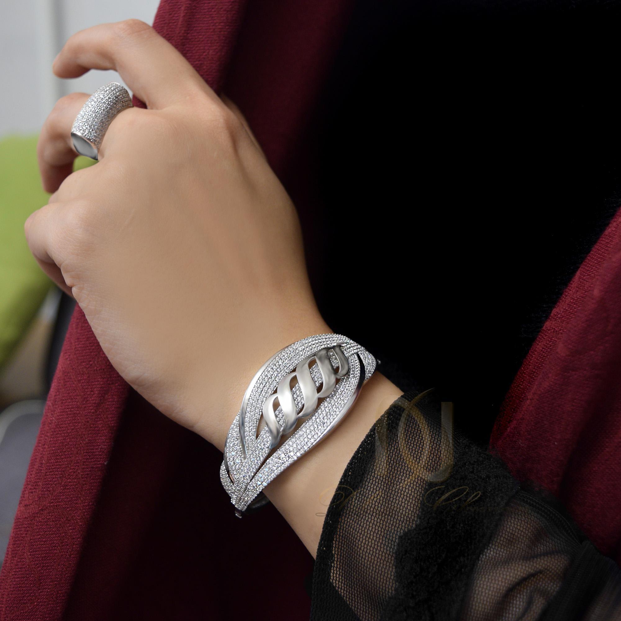 ست دستبند و انگشتر نقره زنانه ns-n240 از نمای روی دست