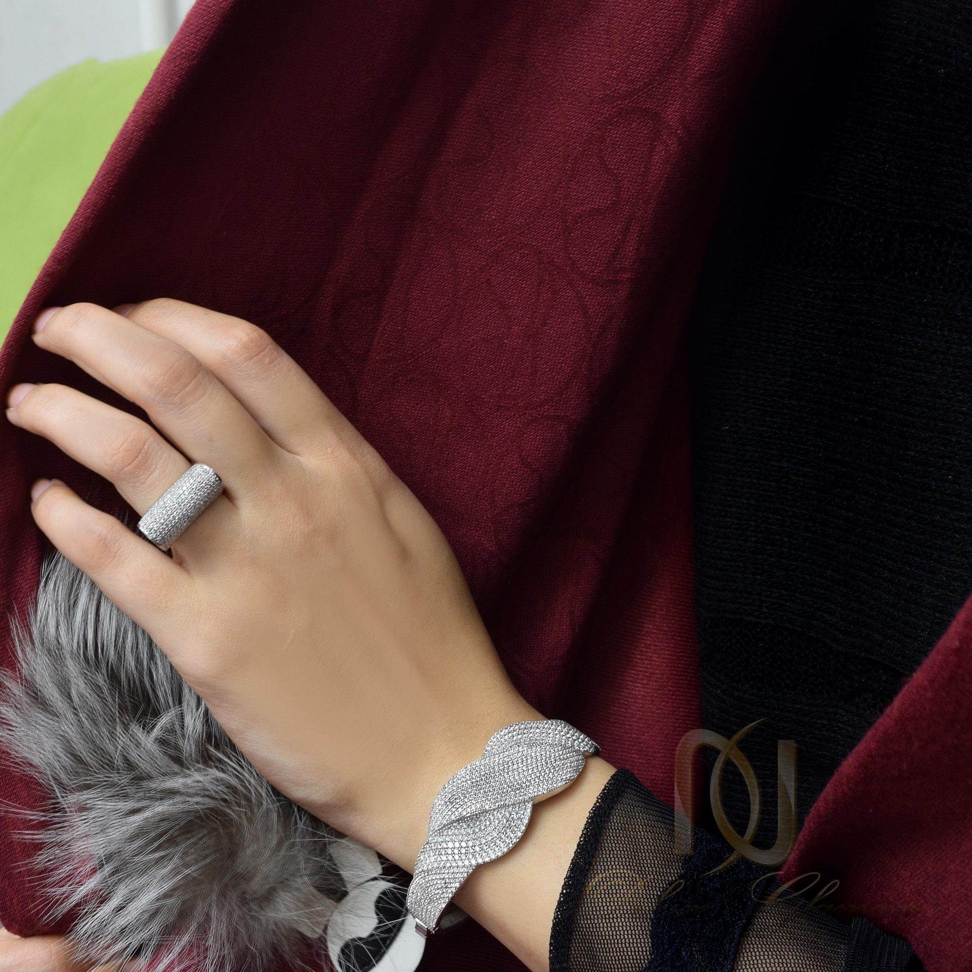 ست دستبند و انگشتر نقره زنانه ns-n249 از نماي روي دست