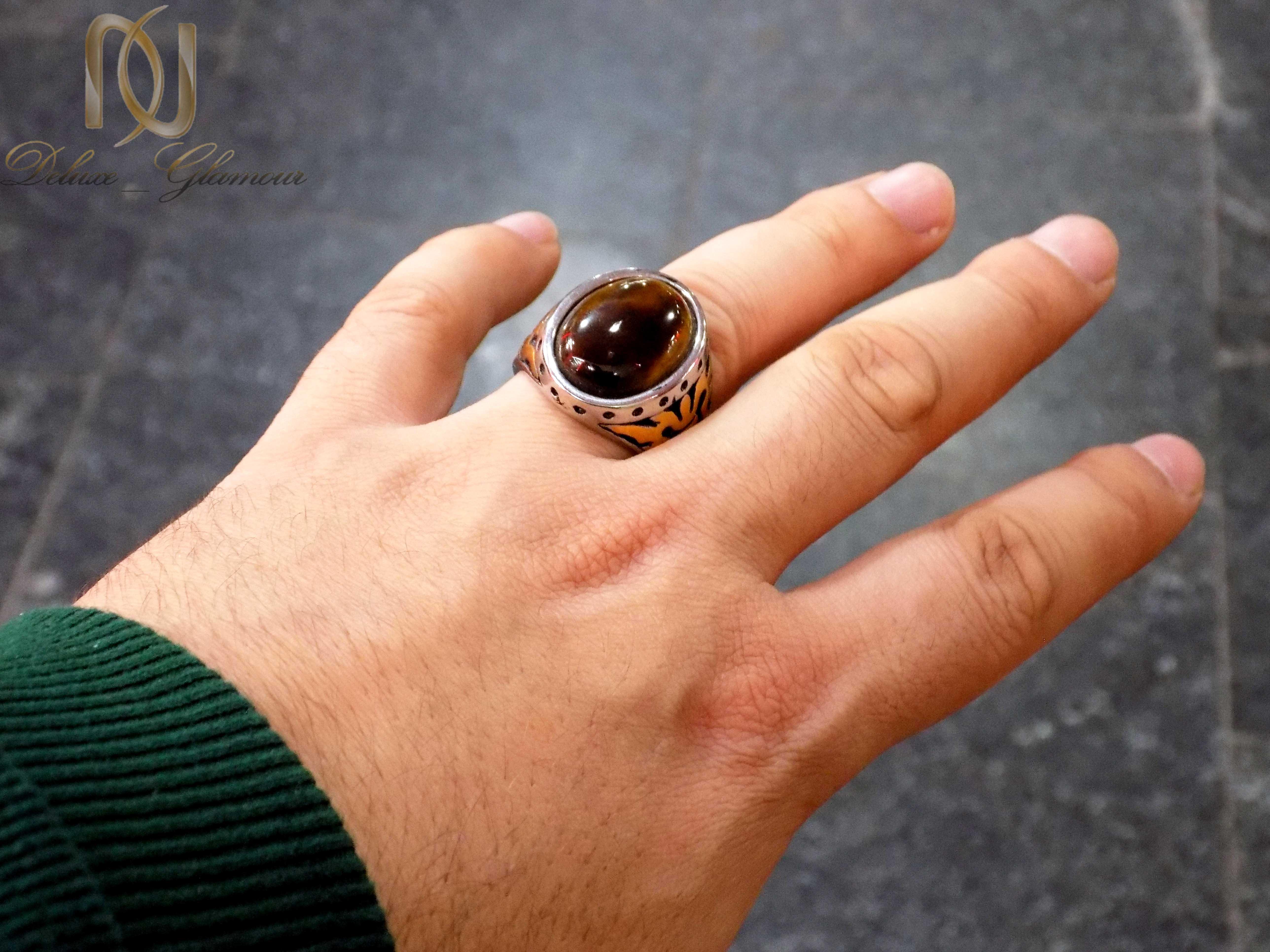 انگشتر مردانه استیل نگین چشم ببر rg-n275 از نمای روی دست