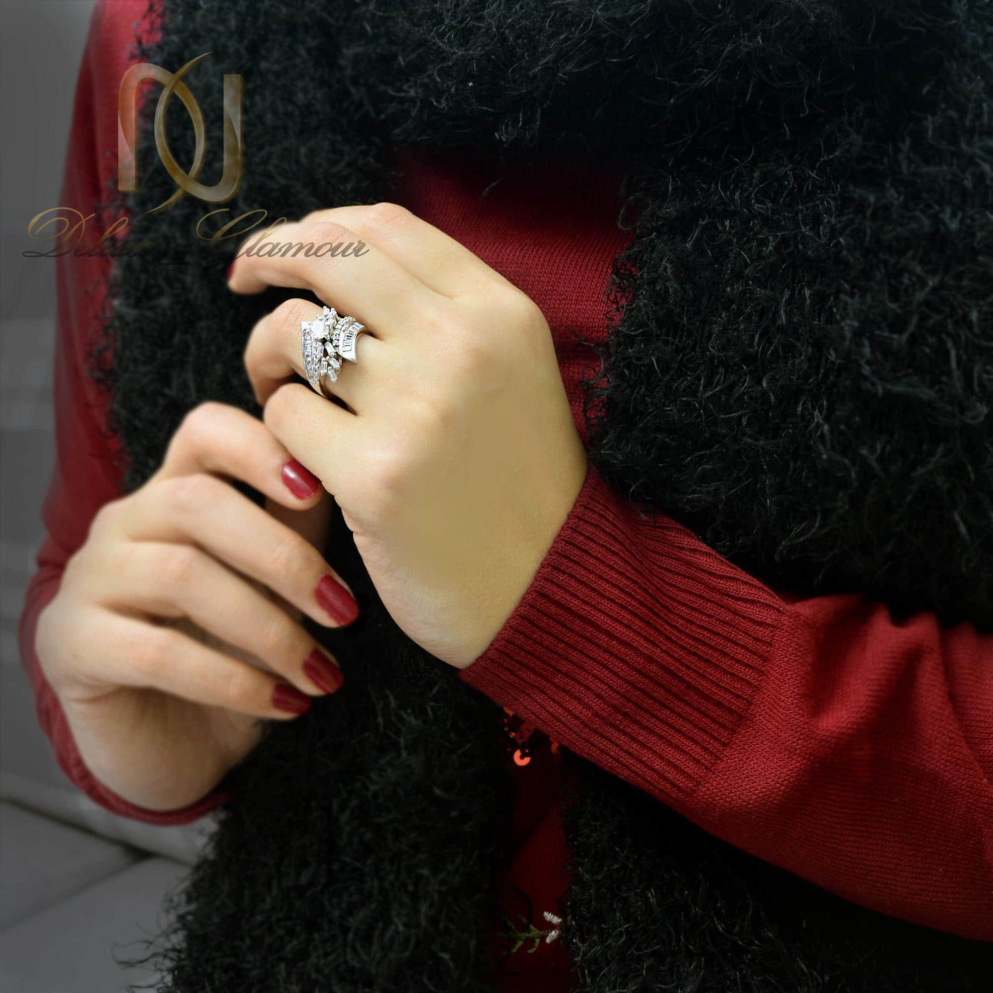 انگشتر نقره زنانه طرح تک نگین rg-n268 از نمای روی دست