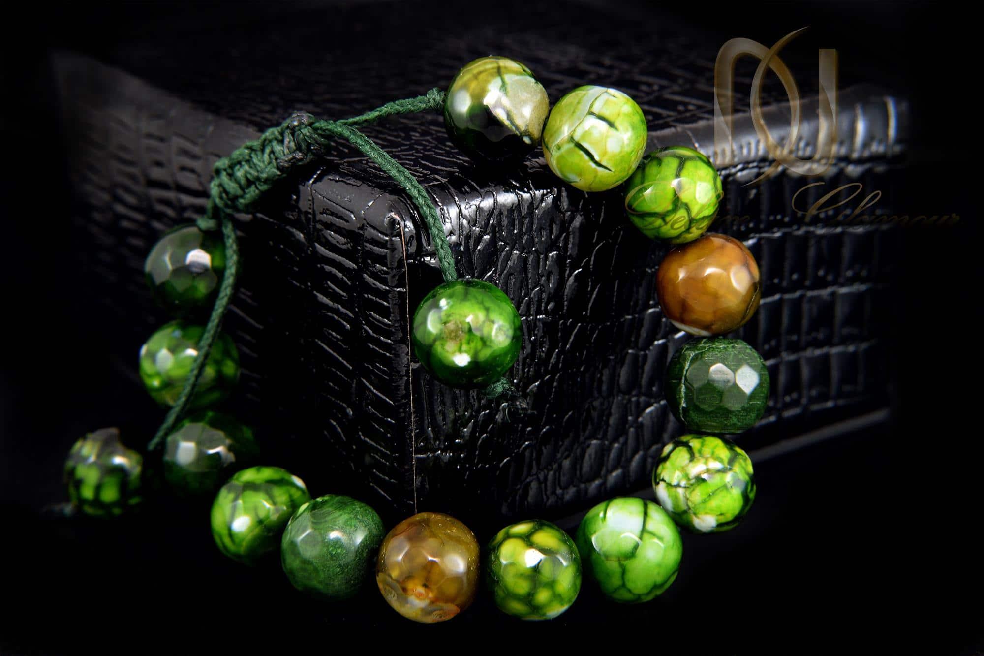دستبند سنگی سبز عقیق دخترانه با قفل کراواتی ds-n012 - زمینه مشکی