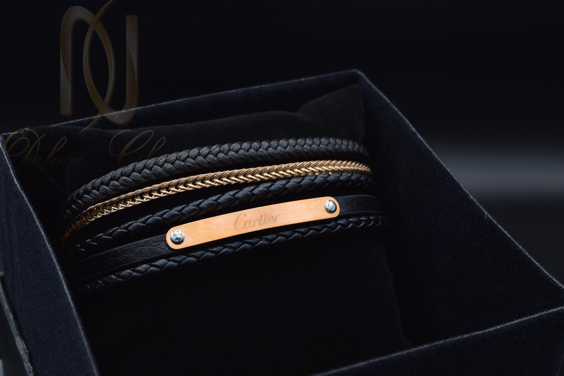 دستبند پسرانه چرمی طرح کارتیه ds-n358 از نمای مشکی