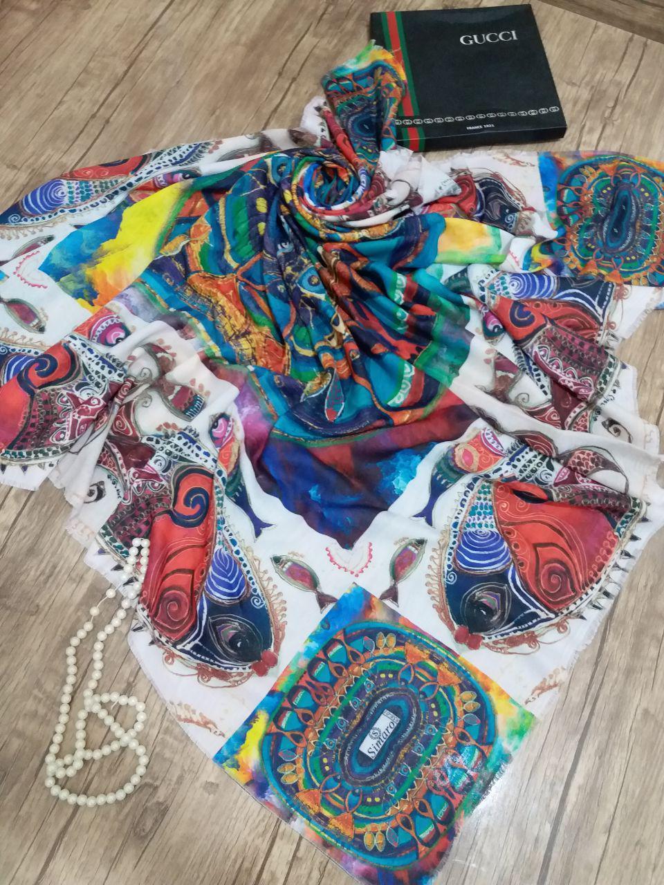 روسری قواره بزرگ تک رنگ sr_n 216 از نمای نزدیک